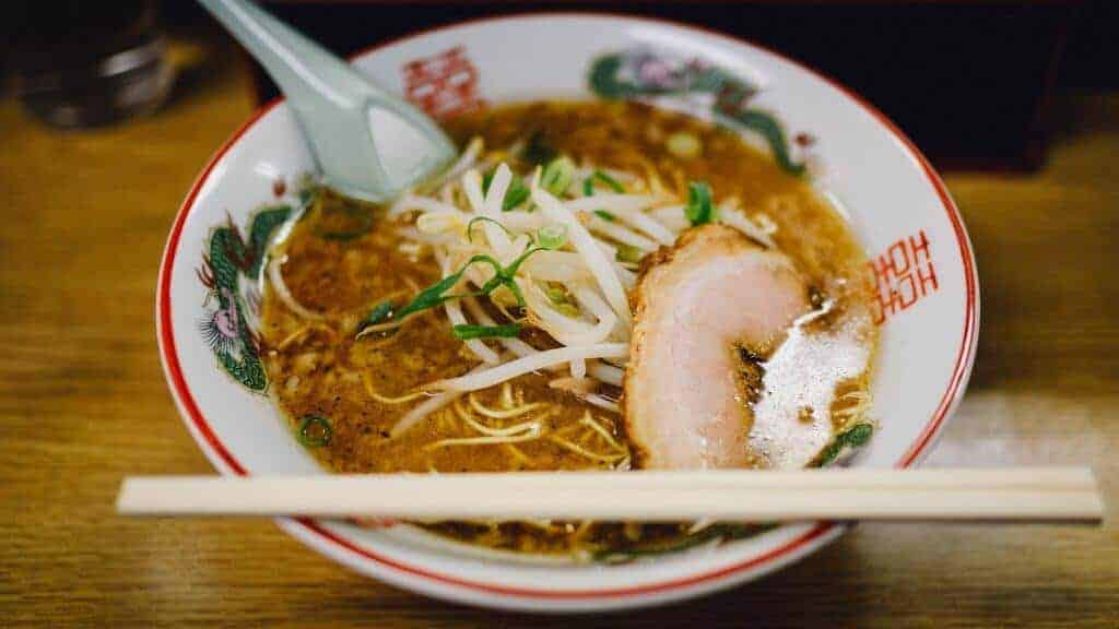Ramen-noodles-served-in-traditonal-chinese-bowl