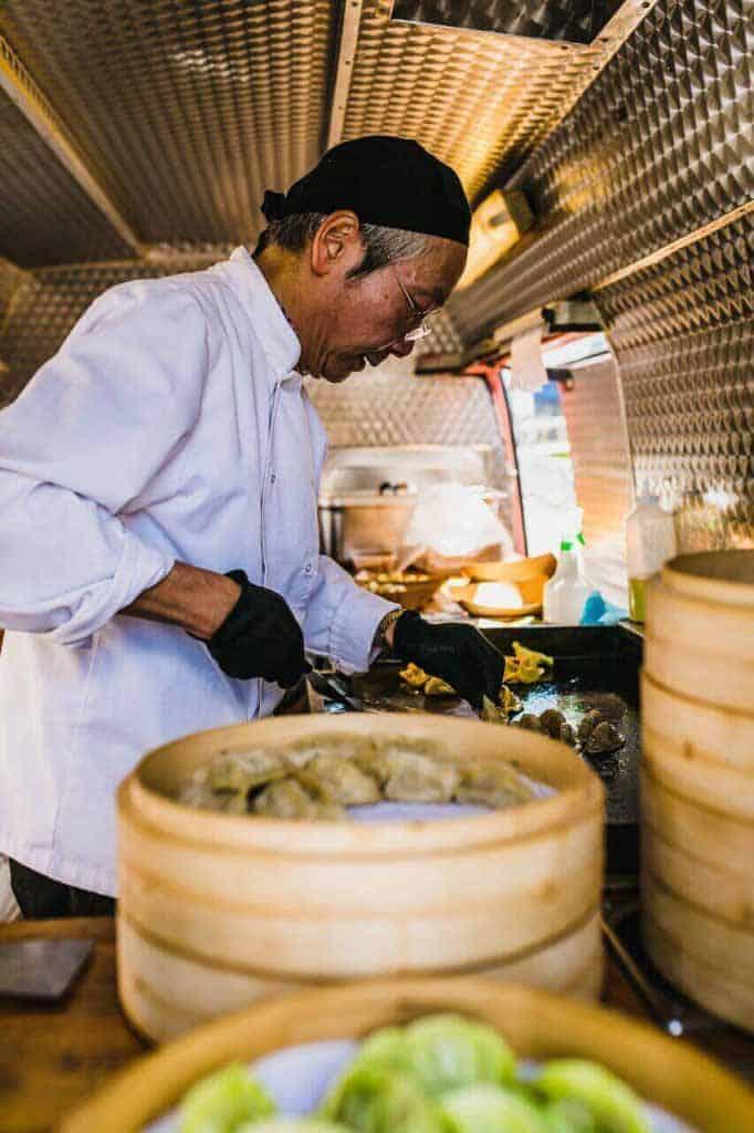 Joe-Yeung-Chubby-Dumpling-cooking