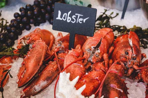 red lobsters at a seafood market