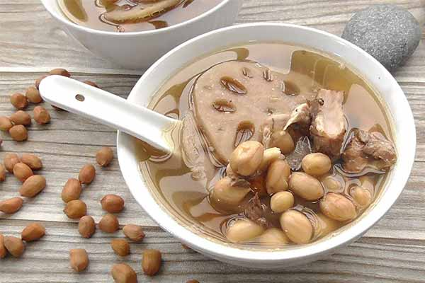 chinese-soup-with-pork-ribs-and-peanuts