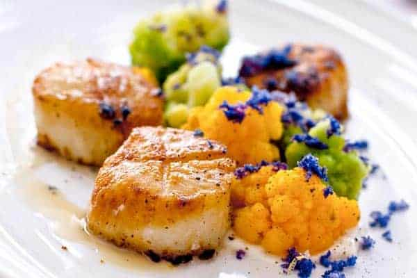 seared-scallops-with-mash-peas