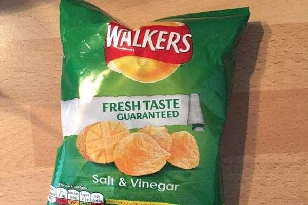 Walker Salt & Vinegar Crisps