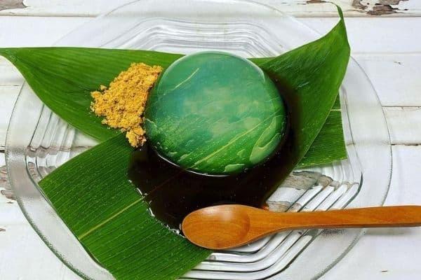 Mizu Shingen Mochi served on banana leaf