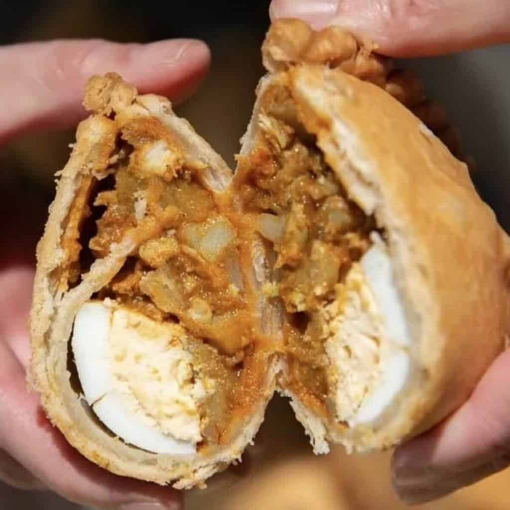Curry Puff with Egg