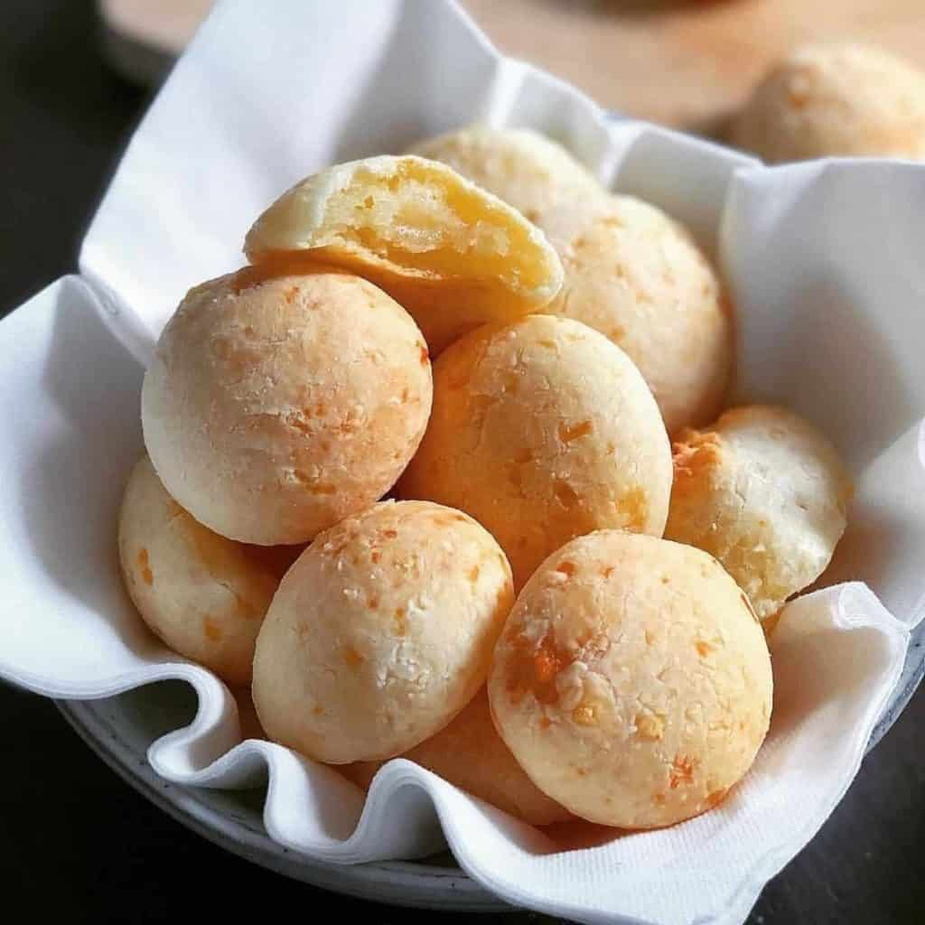 Brazilian cheese breads paodequeijo
