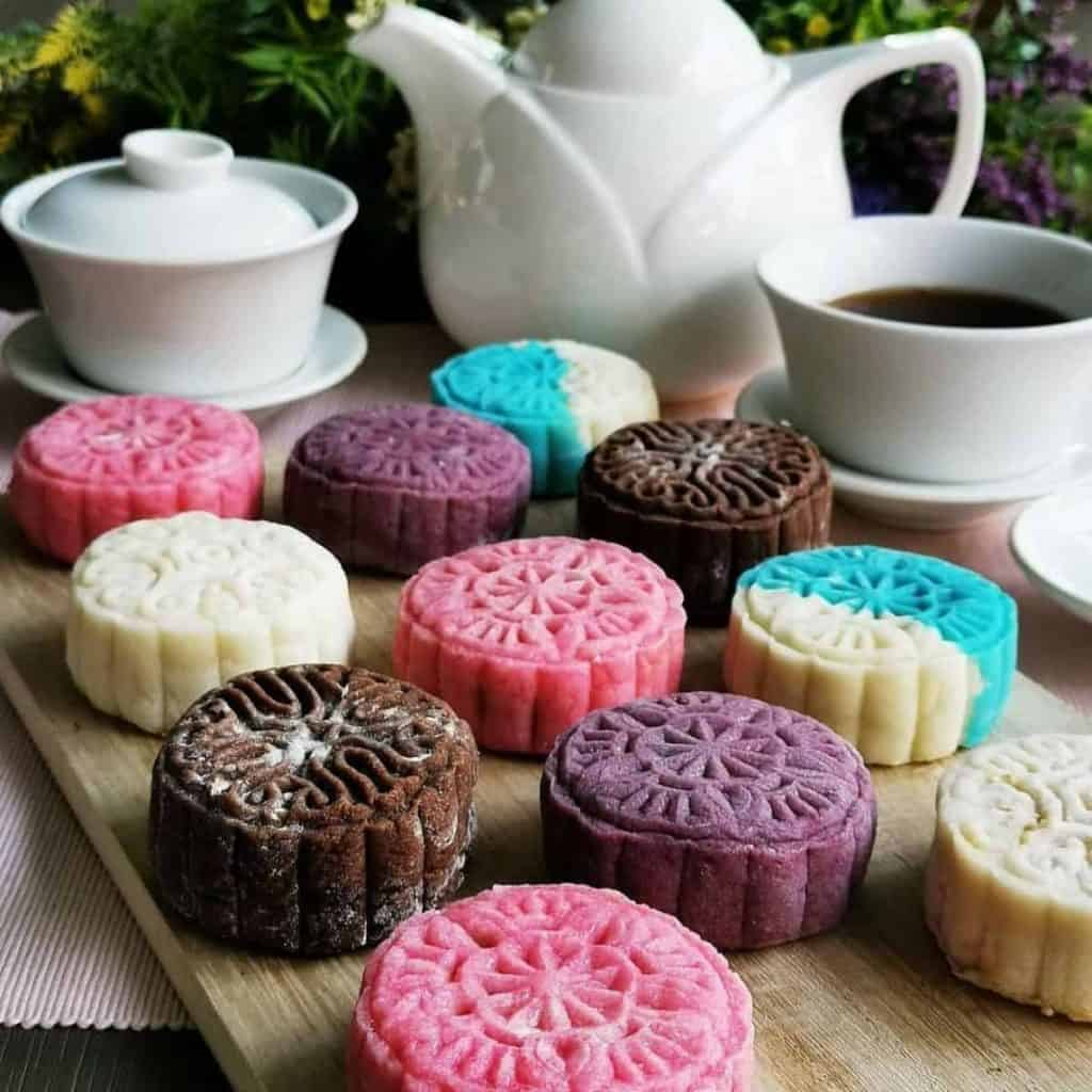 Non-baked mooncakes on the table