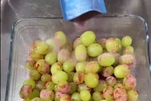 Sprinkle over jello powder over the grapes