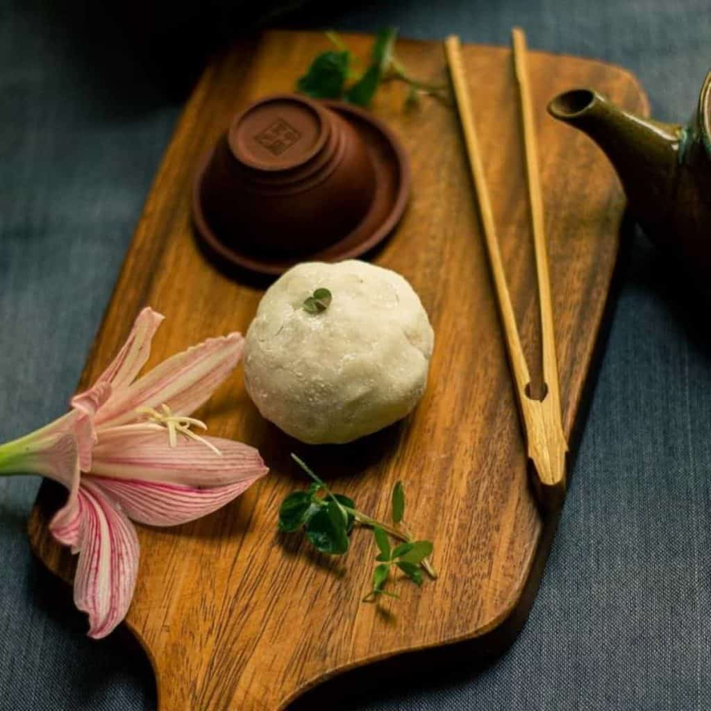 mochi with tea bot, flower and tea cup