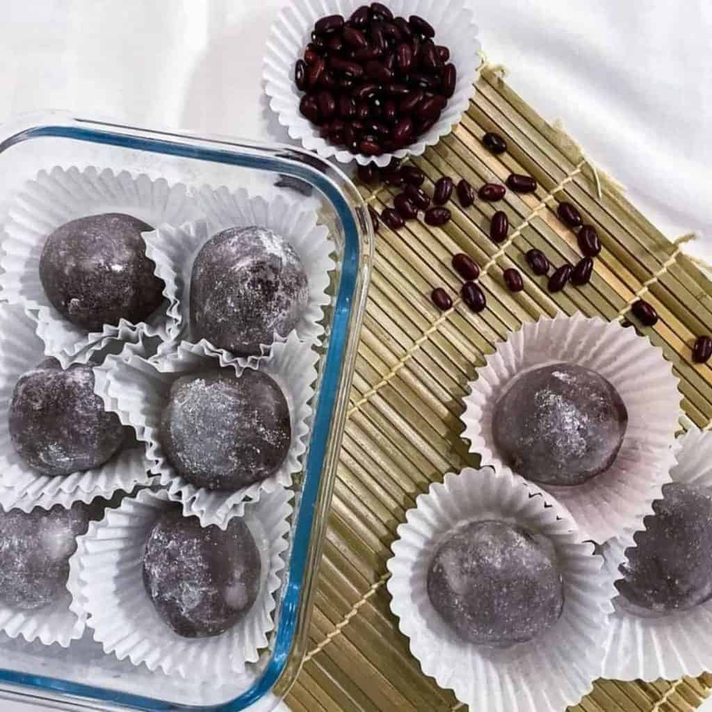 Red bean rice cake kneaded into the glutinous rice layer