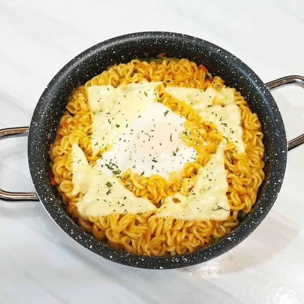 Ramen with large pieces on melted cheese