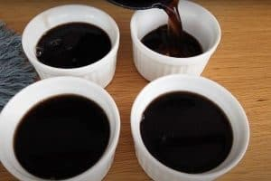 Transfer the grass jelly mixture into bowls to cool